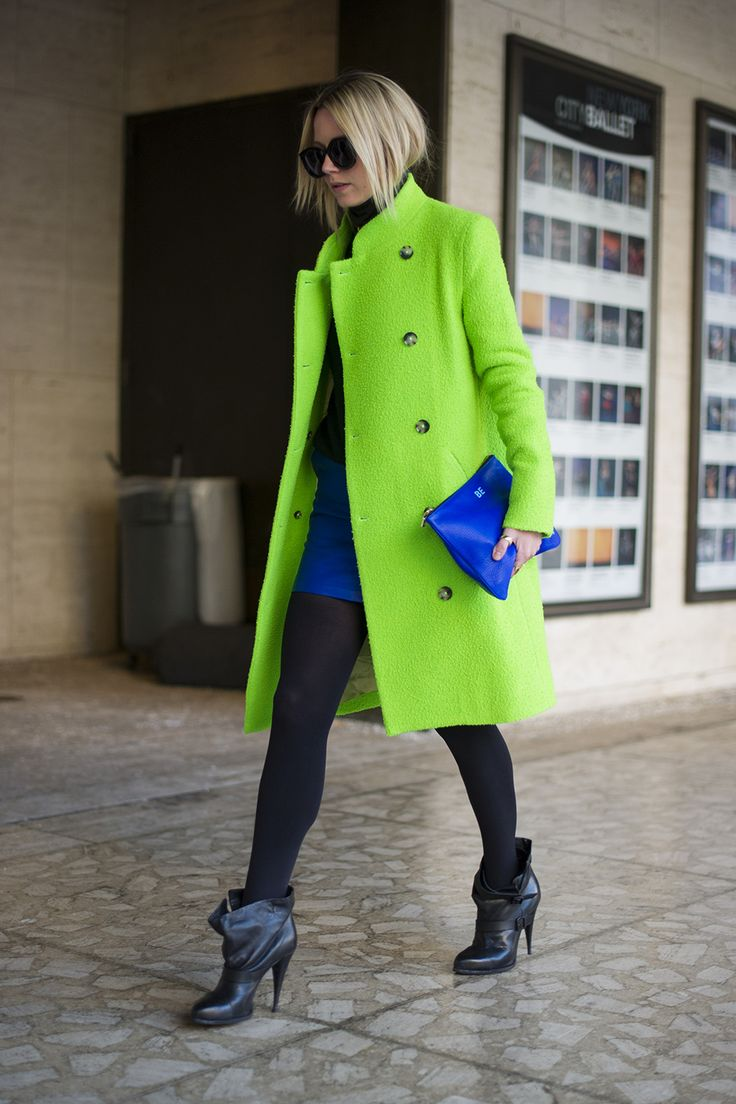 topshop:  Go neon with your coat but go back to black with bold shades.   鮮やか。