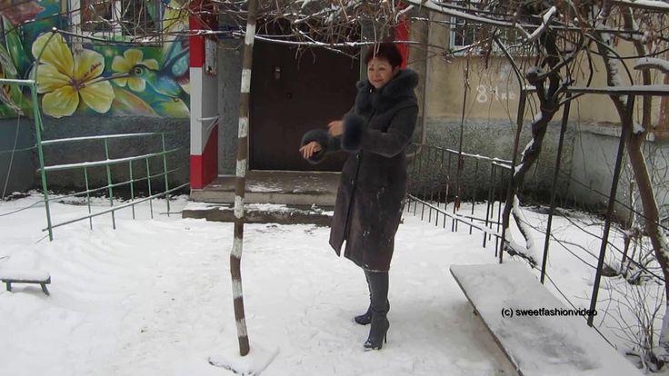 Lenka - Overknee-Stiefel und Stiefel im Schnee  (boots in winter outddor...