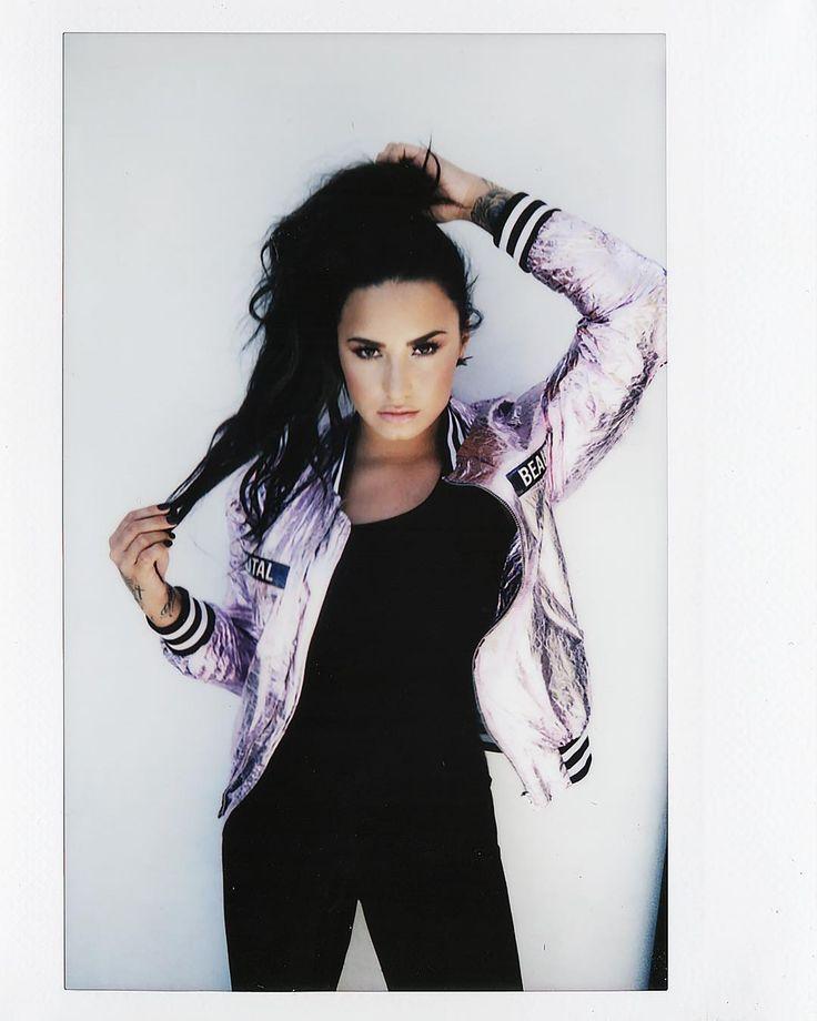 "1 millones Me gusta, 5,518 comentarios - Demi Lovato (@ddlovato) en Instagram: """"Anutha one"" : @angelokritikos"""