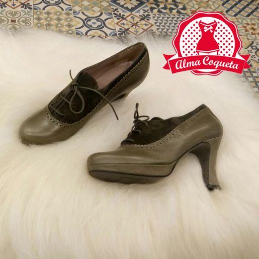 Zapatos verde oliva con un poco de plataforma para que siempre estés cómoda #moda #zapatos #fashion #retro #verde #almacoqueta #leonesp