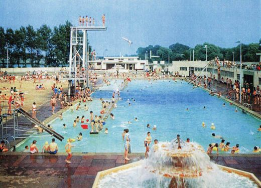 Hilside Lido in its hayday. It opened 1935.