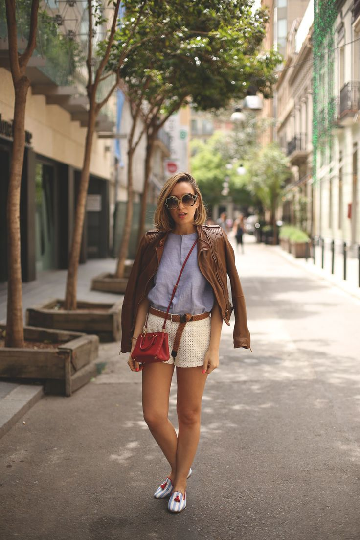navy slippers, beige crochet shorts and mini Prada bag! Fashion blogger. www.myshowroomblog.es