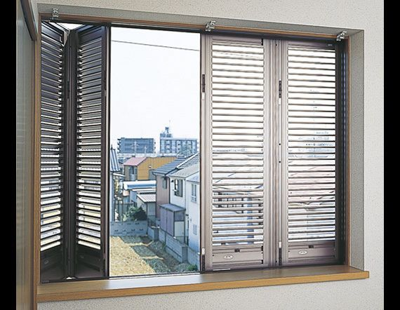 雨戸 窓用シャッターの種類をご紹介 取り付ける際の価格 注意点は リフォーム費用の一括見積り リショップナビ 雨戸 窓 インテリア 家具