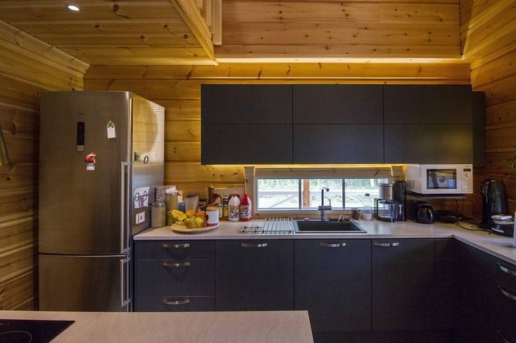 In this house the surface of the kitchen's log wall is emphasized with indirect lighting.