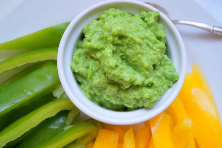 Ærtedip. En nem og sund ærtedip som kan røres sammen på få minutter. Spis dippen med grøntsagsstænger, kylling, i en sandwich eller brug den i madpakken.