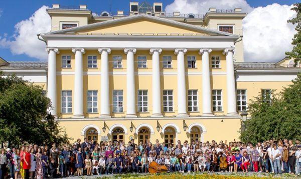 «Летняя школа в Гнесинке». Открыт прием заявок  С 10 по 20 августа 2017 года в центре Москвы вновь откроется «Международная летняя школа в Гнесинке». Приглашаем к участию всех желающих! Прием заявок для участников открыт на официальном сайте проекта.   По завершении первой «Летней школы» в августе 2016 года, организаторы пообещали, что в 2017 году программа «Летней школы в Гнесинке» будет еще насыщеннее и интереснее.