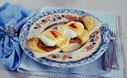 Ovos beneditinos para fazer um brunch: veja receita de Rita Lobo. Ela ensina como fazer o ovo poché rápido e fácil.