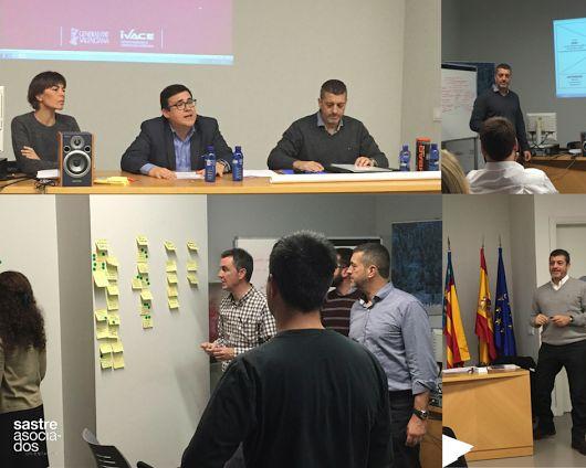 Aprendiendo lo que es el Design Thinking y aplicándolo a la empresa Chocolates Valor en el taller de IVACE con el especialista en innovación, Javier Sastre