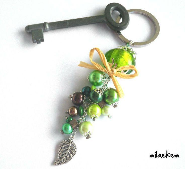 """Porte-clés Perle de verre et Grappe de perles vertes avec sa feuille filigranée - """"Mettez vous au vert!"""" : Porte clés par milaekem-bijoux"""
