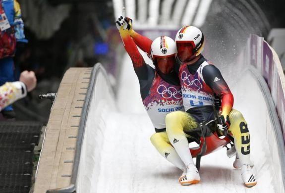Téli olimpia témájú írások a blogon -> http://blog.volgyiattila.hu/olimpia-szocsi  örömmámor Szocsiban! A német Tobias Wendl (elől) és Tobias Arlt (hátul) ünnepli győzelmét, miután megnyerték a férfiak páros bob versenyét a 2014-es Téli Olimpián Szocsiban, 2014. február 12-én. Fotó: Fabrizio Bensch #fotó #sportfotó #sajtófotó #szocsi #sochi2014 #sielés #bob
