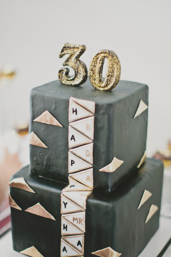black and gold cake: Birthday Parties, Dawayn 30Th, Birthday 30 Years, Incr Cakes, Amazing Birthday, 30Th Bday, 30Th Birthday Party, Bday Idea, Dirty Thirty Birthday Cakes