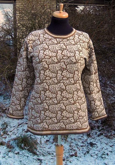 This is fantastic! There's no reason with a few mods this couldn't be hand knit. Ravelry: MonikaZ's Schafe