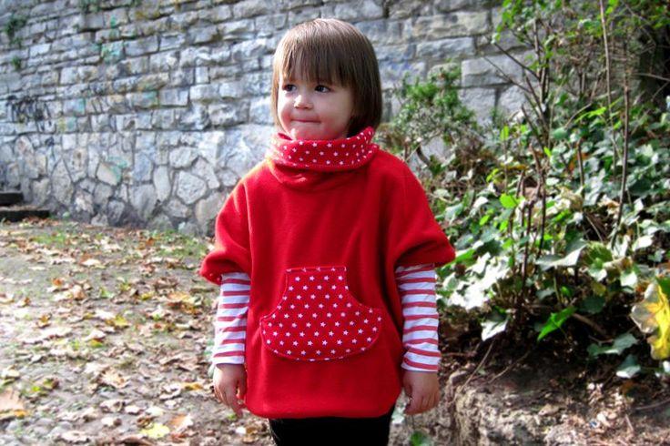 Eine Anleitung und ein kostenloses Schnittmuster für einen Poncho bzw. Cape aus Fleece für Kinder