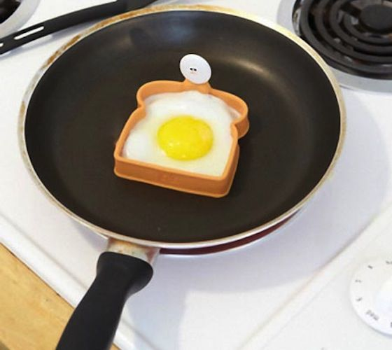 Driven crazy by the fact that your eggs always tend to spill over your toast and drip on the sides? Fret no more.