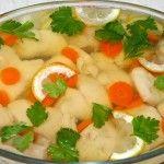 Рыбное заливное из судака Для приготовления блюда Рыбное заливное из судака необходимы следующие ингредиенты: 1 судак весом примерно 1 кг (лучше с икрой), 10 гр желатина, морковка, корень петрушки, 1 луковица, лимон, 2 лавровых листа, петрушка (зелень), соль на пробу.