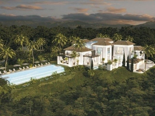 Marbella Mansion Elevated Position in Marbella, Andalucía, Spain | ZOVUE
