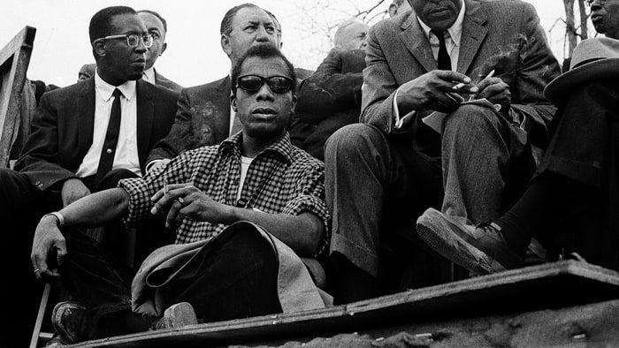 Raoul+Peck+haiti+rendező+Berlinben+mutatta+be+az+I'm+Not+Your+Negro+(Nem+vagyok+a+négered)+című+dokumentumfilmjét,+amely+versenyben+van+az+Oscar-díjért+is. A+film+James+Baldwin+afro-amerikai+író,+egykori+polgárjogi+harcos+30+oldalas+kéziratán+alapul,+amelyből+könyvet+akart+írni…