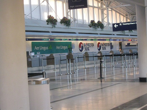 http://airlinepedia.net/how-to-fly-standby.html The best way to fly standby, tips and advice. The major airlines have different policies with regards to flying standby, read this post to discover how to do it. O'hare airport terminal 5 Air Lingus and Korean Air airlines check in