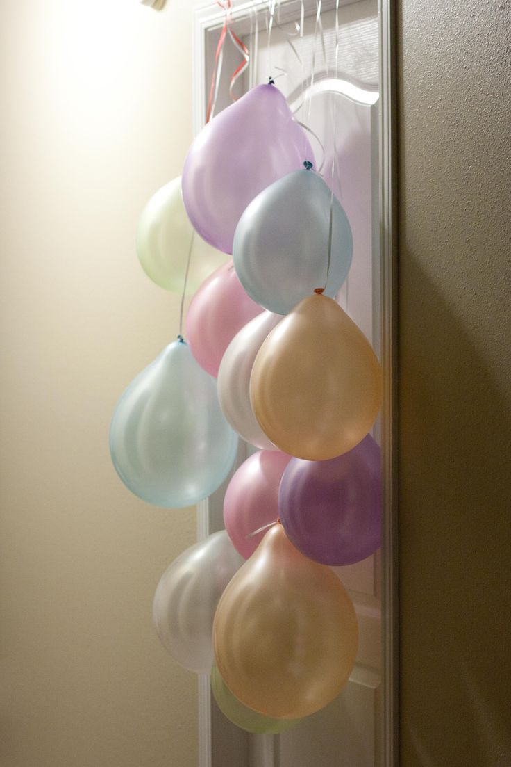 Need to remember this - a balloon curtain for her to wake up to on his birthday!