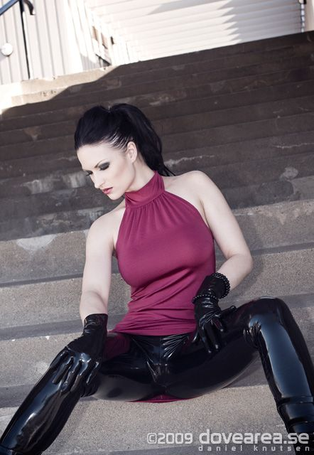 Time for an oldie from 2009. Model:Sister Sinister Leggings fromNaucler Latex Carlshem - Umeå Follow me on Instagram for daily updates!instagram.com/dovearea.se/ Like me on F...