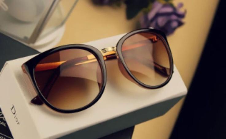 Óculos elegante chique e não tão formal passa classe e modernidade por suas linhas