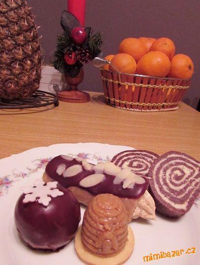 Nepečené dobroty = orechovo-salkové úliky, kokosovo-salková roláda, orechové trubičky, gaštanové guličky