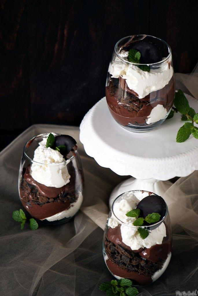 Such an elegant, appealing dessert: Thin MintTrifles. #food #mint #trifle #dessert: Desserts Recipe, Mint Truffles, Thin Mint Trifles, Scouts Thin, Mint Parfait, Mint Cookies, Girls Scouts, Chocolates Trifles Desserts, Mint And Chocolates Desserts