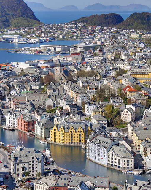 View of Alesund from Aksla hill, Norway (by ignacio izquierdo).