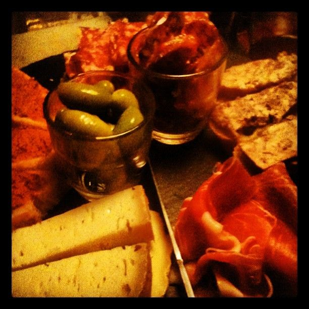 La Trinquette: really good wine bar (per glass) with nice charcuterie platters, olives and