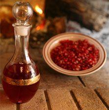 Ένα από τα πιο ενδιαφέροντα και ντελικάτα λικέρ που έχετε φτιάξει. Με τον χυμό από τους κατακόκκινους καρπούς της ροδιάς. Χρειαζούμενο σε κάθε ντουλάπι σπιτικού…