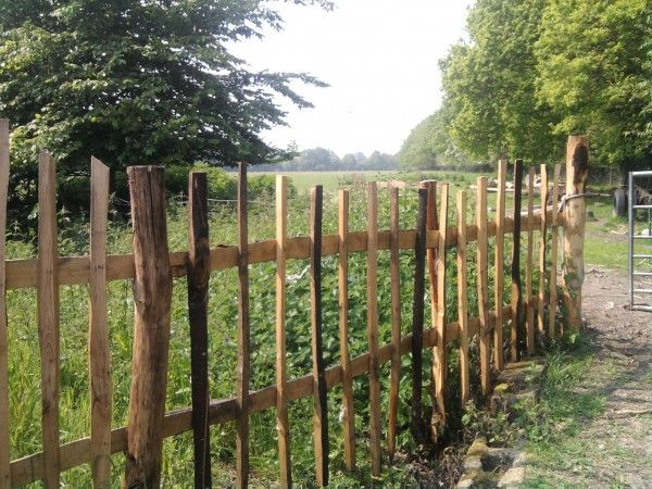 how to build a chestnut paling fence