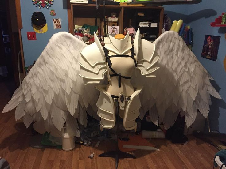 LAST ONE I SWEAR!!!! #kayle #kaylecosplay #leagueoflegends #leagueoflegendscosplay #riotgames #riot #lol #lolcosplay #cosplay #wings #angelwings #cosplayprop #battlebornkayle