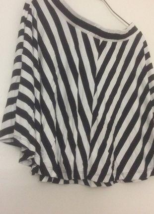 A vendre sur #vintedfrance ! http://www.vinted.fr/mode-femmes/jupes-patineuses/18157694-jupe-patineuse-rayee-noir-et-blanc