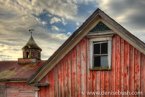 barn: Loft Window, Barns Photographers, Barns Lov, Red Barns, Barns Farms, Barns Red, Old Barns, Country Barns, Barns Window