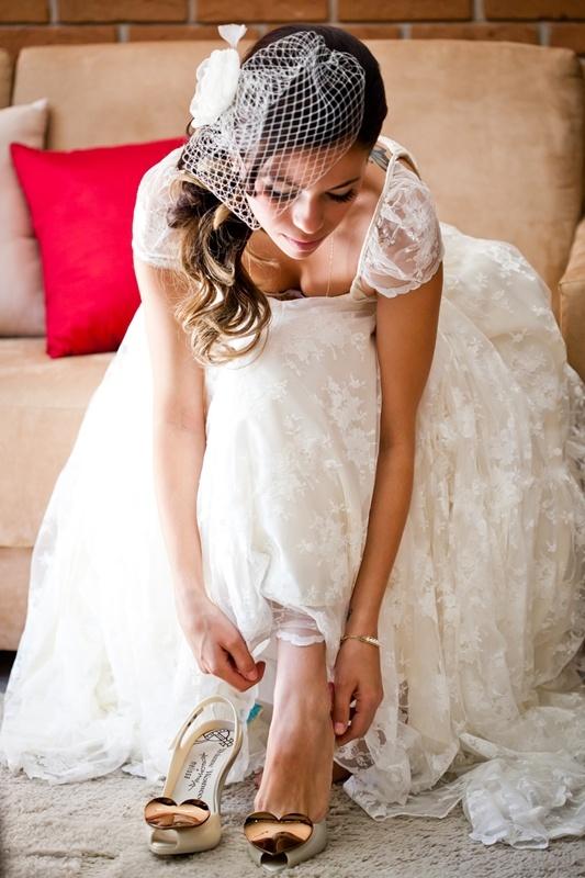 A noiva Cacaw Pereira Dias e sua Melissa Lady Dragon Heart. ♥ #MelissaBrides