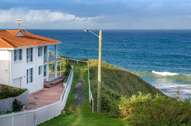 Ora Beach House, Austinmer, a Austinmer House   Stayz