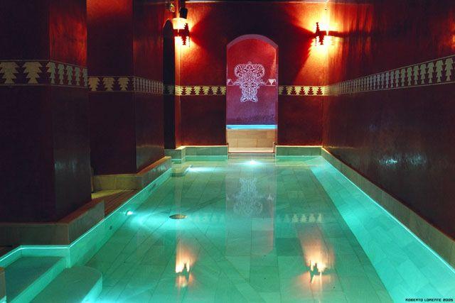 Disfruta de una experiencia única para los sentidos. En estos Baños Arabes, situados en una casa palacio del centro histórico de Jerez, podrás relajar tu cuerpo y mente, desconectando de tu día a día en un entorno de bienestar y saludable.