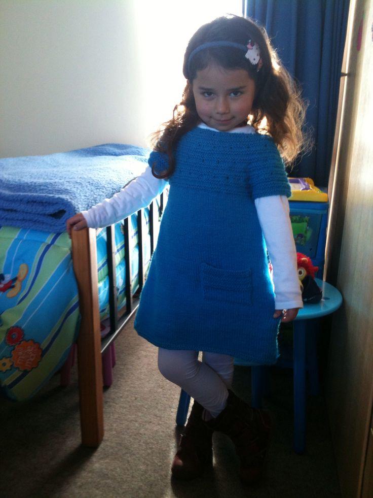Vestido de niña de cinco años tejido a palillos