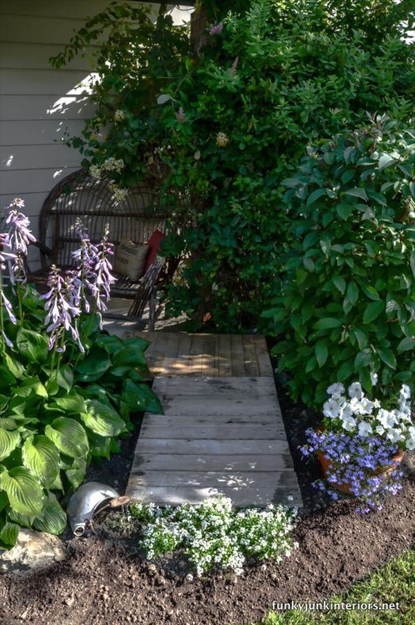 DIY Pallet Walkways in Garden   101 Pallets