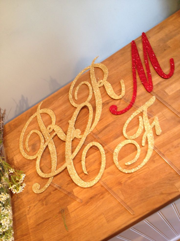 #partystakes #caketopper #partydecor #glitter #birthdaycake #weddingcake #floraldecor #paperdolls #initials #planters