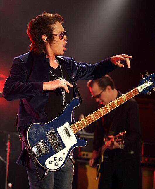 joe robinson bass guitar - 530×644