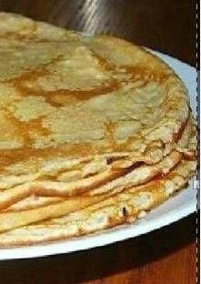 Déposer les œufs, le lait et la farine dans le Speedy Chef et donner quelques tours de maniv...
