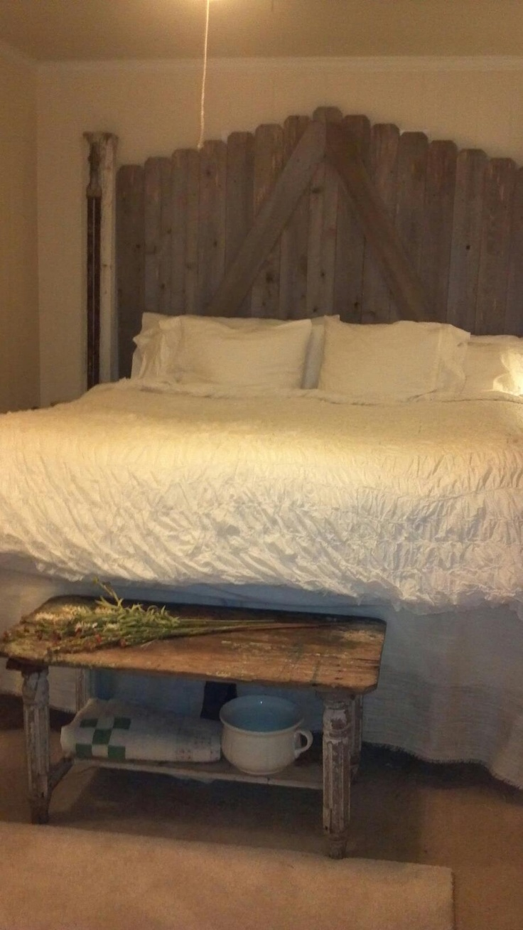 51 51 diy headboard ideas to make the bed of your dreams snappy pixels - This Is My Friend Lori S New Headboard Made My Her Father In Law From Old Wood