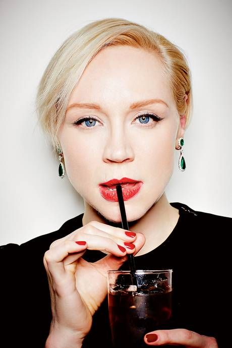 A fun image of Gwendoline Christie and I am more than a little obsessed with her emerald earrings