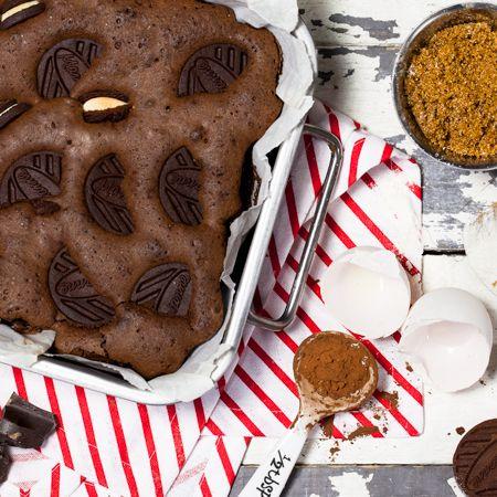 Viimeistele ja mausta suklainen brownie-leivonnainen Marianne-täytekekseillä!