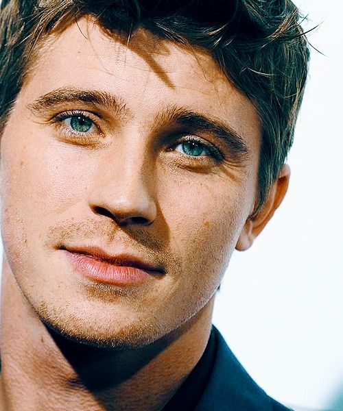 So cute! Garrett Hedlund