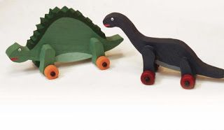 Ah! E se falando em madeira...: Brinquedo dinossauro