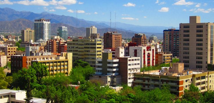 A typical view of Mendoza City full of trees and big mountains
