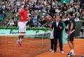 A qui va profiter le report à lundi de la finale hommes des Internationaux de France de tennis?