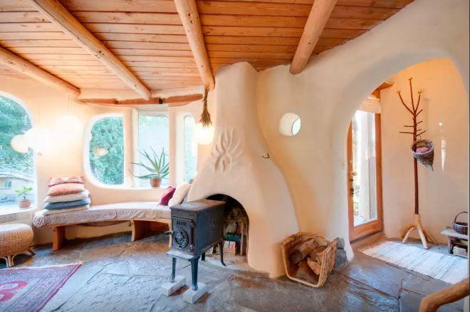 Mira esta bonita cabaña de Colombia Británica hecha solo de materiales naturales